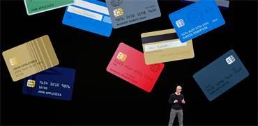"""מנכ""""ל אפל טים קוק בהשקת כרטיסי האשראי של אפל / REUTERS/Stephen Lam"""
