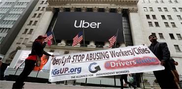 """מפגינים נגד אובר וליפט. """"תפסיקו להתעלל בעובדים ובערים""""  / צילום: Andrew Kelly, רויטרס"""