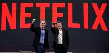 """ריד הייסטינגס, מנכ""""ל נטפליקס, וטד סרנדוס, מנכ""""ל התוכן / צילום: Kim Hong-Ji, רויטרס"""