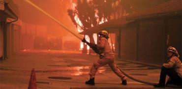 כבאים נאבקים בשריפות הקטלניות בקליפורניה/ צילום: רויטרס Gene Blevins