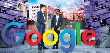 "סונדאר פיצ'אי מנכ""ל גוגל וסמנכ""ל גוגל באזור אירופה /  צילום: רויטרס, HANNIBAL HANSCHKE"