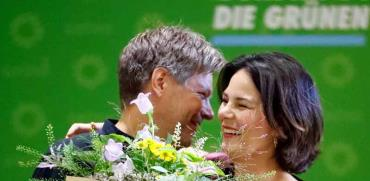 מנהיגי הירוקים בגרמניה חוגגים לאחר הבחירות/ צילום:  רויטרס - Hannibal Hanschke
