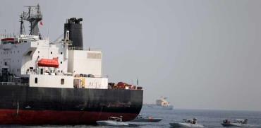 מכלית נפט סעודית שנפגעה / צילום: רויטרס