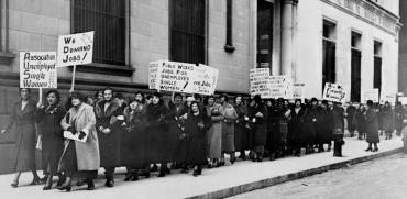 נשים מפגינות בעד משרות ציבוריות, ניו יורק, 1933 / צילום:  Shutterstock/ א.ס.א.פ קריאייטיב