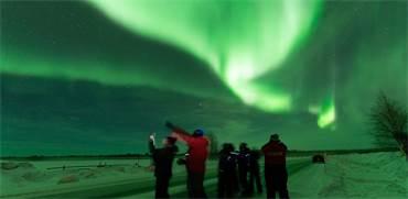 גיא גפן וקבוצת מטיילים שהצליחו לצוד את הזוהר הצפוני  / צילום: גיא גפן - חשיפה לצפון
