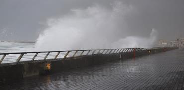 הסערה מתקרבת, נמל תל אביב    / צילום: דימה