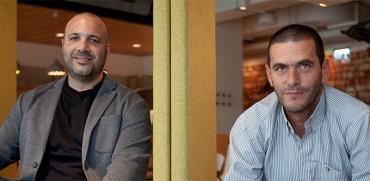 ניר קלנר (משמאל) ואורן גוזלן. באזור מתוכננת תנופת פיתוח משמעותית / צילום: תום קוק