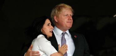 ראש ממשלת בריטניה, בוריס ג'ונסון ואשתו מרינה ווילר / צילום: Jae C. Hong, AP