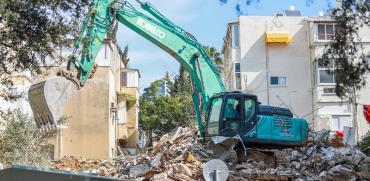 אתר בנייה של פרויקט התחדשות עירונית בתל אביב, בשבוע שעבר. ממשיכים לבנות למרות משבר הקורונה / צילום: שלומי יוסף, גלובס