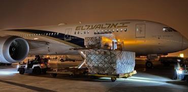 """פריקה של ציוד רפואי חיוני ממטוס של אל על  / צילום: דוברות אל על, יח""""צ"""