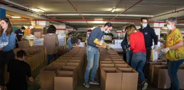 חלוקת מזון לנזקקים בחג בצל הקורונה  / צילום: כדיה לוי, גלובס