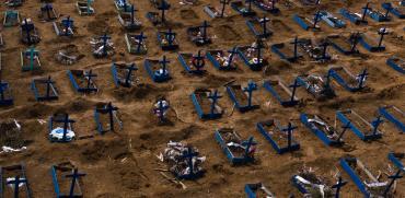 קברים טריים במנאוס בברזיל / צילום: Felipe Dana, Associated Press