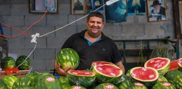 """חזי מוכר האבטיחים. """"צריך לעבוד ולפרנס כדי שהקובה תהיה טעימה"""" / צילום: שלומי יוסף, גלובס"""