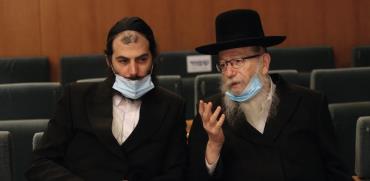 שר השיכון יעקב ליצמן ועוזרו / צילום: משרד הבריאות