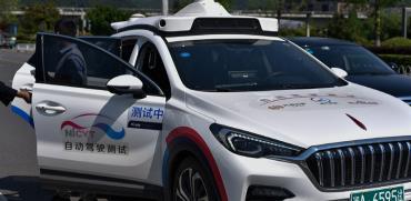 מונית אוטומטית בסין. יקרה יותר בכ-100 אלף דולר ממונית רגילה / צילום: Chen Ao, רויטרס