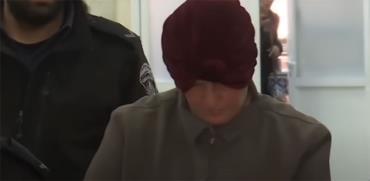 מלכה לייפר מובלת למעצר  / צילום: מתוך ערוץ היוטיוב של כאן 11