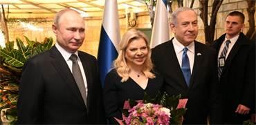 """בני הזוג נתניהו עם הנשיא פוטין / צילום: עמוס בן גרשום, לע""""מ"""
