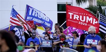 תומכי טראמפ ותומכי ביידן בעצרת בחירות בפלורידה / צילום: Wilfredo Lee, AP