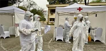 מתחם לבדיקות קורונה בהאנוי, וייטנאם / צילום: Hau Dinh, AP