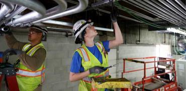עובדי חברת חשמל בלוס אנג'לס / צילום: רויטרס, Lucy Nicholson