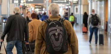 אזרחים ותיקים בשדה התעופה / צילום:  Shutterstock/ א.ס.א.פ קריאייטיב