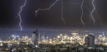 ברקים במפרץ חיפה / צילום: Shutterstock | א.ס.א.פ קריאייטיב