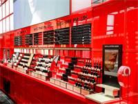 טכנולוגיית מודיפייס המאפשרת הדגמה אישית של האיפור (מימין), בחנות ארמאני ביוטי, קניון רמת אביב / צילום: כפיר זיו