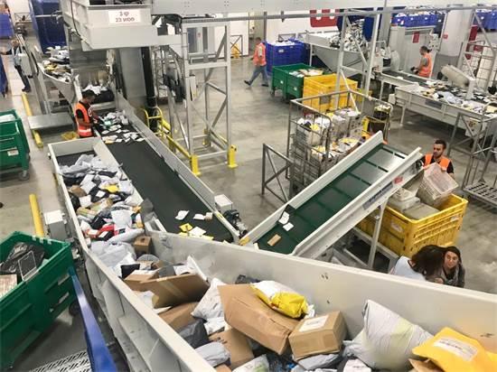 מרכז הסחר המקוון של דואר ישראל. יכול לקלוט 100 מיליון חבילות בשנה / צילום: שמעון מלול מבעד לעדשה