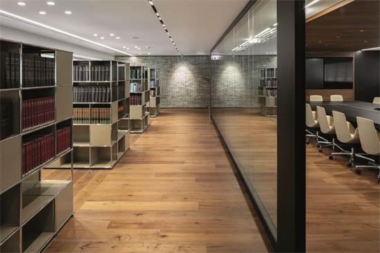 """משרדי עו""""ד נשיץ, ברנדס, אמיר ושות' / תכנון ועיצוב: קורנהויזר-פרי אדריכלים (WORK) / צילום: עוזי פורת"""