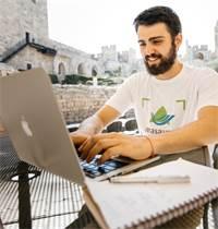 מתמחי מסע תורמים לצוותי העבודה מהיום הראשון / צילום: ארגון מסע
