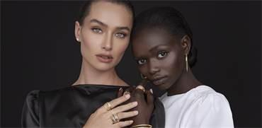 ניקולה וורד ומוניקה ג'וזף עונדות תכשיטים מקולקציית K di Kuore / צילום: שי כהן ארבל
