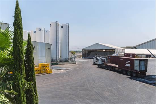 """מפעל """"דשן הצפון"""". מספקים גם שירותים למגזר הפרטי / צילום: יריב קריסטל"""