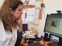 """רופאת הילדים ד""""ר אפרת ווקסלר בעת ביקור דיגיטלי. הקשר של המטופלים עם הרופא האישי נמשך / צילום: יח""""צ מאוחדת"""
