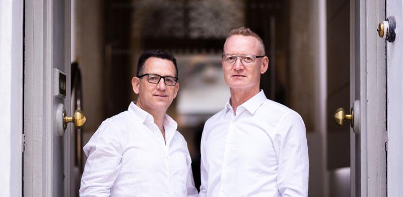 """אריק סיבר (מימין) ונדב ברגר. """"תעשיית המזון היא לא כמו תרופה לקורונה"""" / צילום: Gallery of Vallery, באדיבות PeakBridge"""