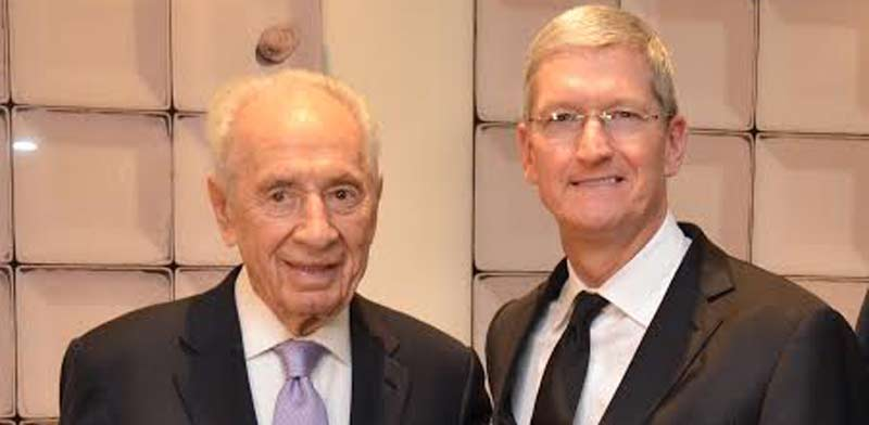 Shimon Peres and Tim Cook