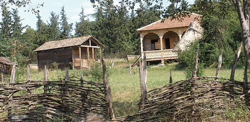 גיאורגיה- מבנים עתיקים שהועתקו מהמחוזות השונים  למוזיאון לאננוגרפיה  / צילום:אינגה מיכאלי