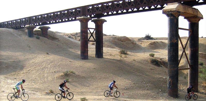 טיולי אופניים בעיירה אופקים/ צילום: אורלי גנוסר