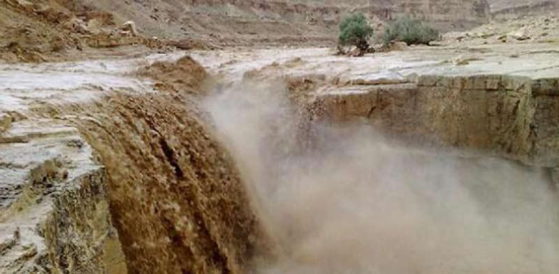 נחל צין גועש מלא במים שטפונות בנגב / צלם: יחצ
