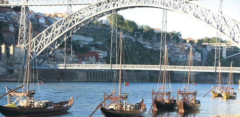 סירות העץ מבמבוק בסגנון המסורתי/ צילום: גילי מצא