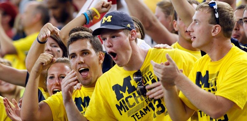 אוהדי קבוצת הפוטבול של אוניברסיטת מישיגן / צלם: רויטרס