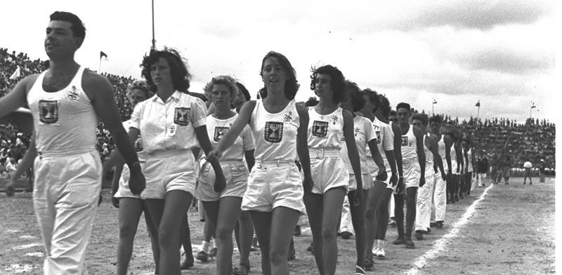 """טקס הפתיחה של המכביה השלישית שנת 1950 / צילום: פריץ כהן, לע""""מ"""