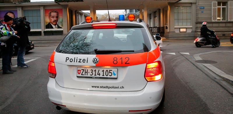 """המשטרה השווייצרית פושטת על מלון Baur au Lac בציריך בו שוהים אנשי פיפ""""א / צלם: רויטרס"""