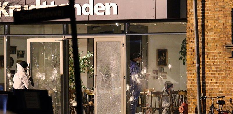 זירת הפיגוע בבית הקפה בקופנהגן דנמרק/ צלם:רויטרס