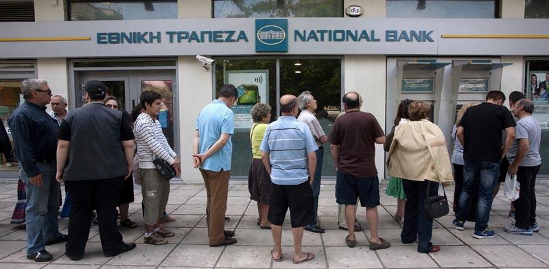 יוון, תור לכספומט / צילום: רויטרס