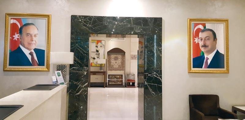 תמונת הנשיא אלהם בכל מלון/ צילום: שי שבתאי