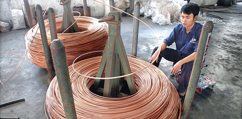 נחושת במפעל סיני / צילום: רויטרס