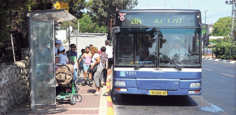 תחנת אוטובוס / צילום: איל יצהר