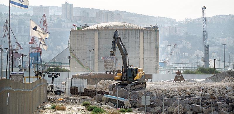 מיכל האמוניה בחיפה / צילום: ערן גילווארג