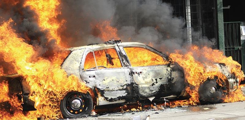 מכונית עולה באש / צילום: שאטרסטוק