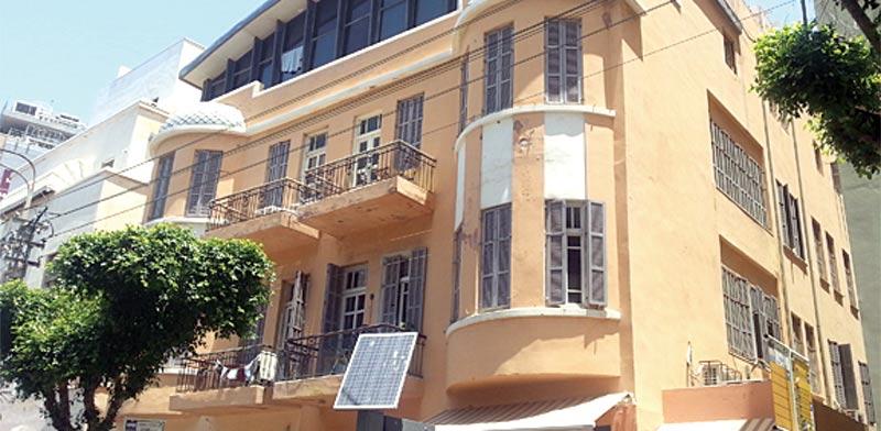אחד מהבניינים עם הדירות המפוצלות ברח' בן יהודה בתל-אביב / צילום: תמר מצפי